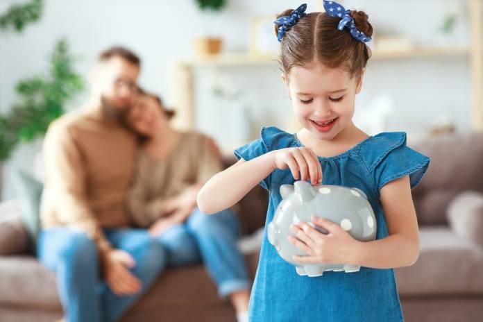 Lokata czy konto oszczędnościowe - gdzie odkładać na przyszłość dziecka